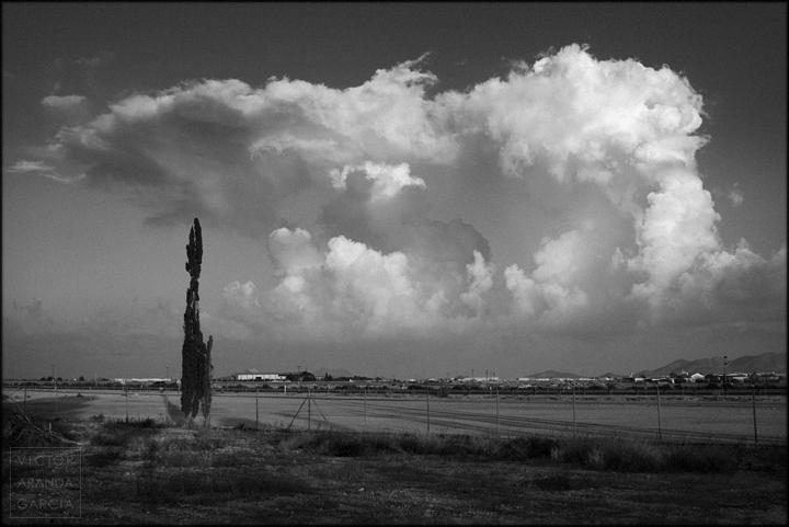 fotografia,paisaje,fuente_alamo,campo,valla,nubes,
