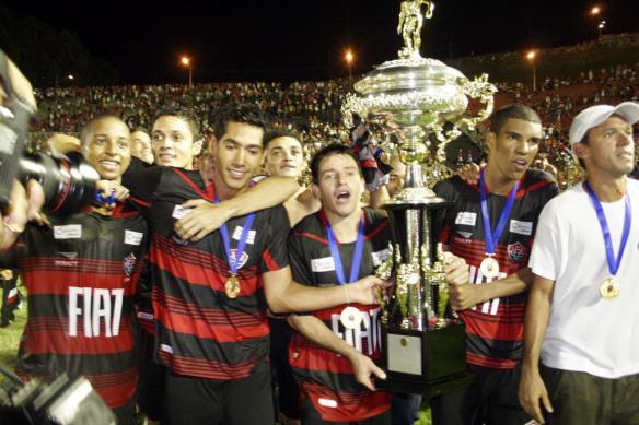 Vitória: Rodrigo Chagas e demitido e Ramon Menezes contratado