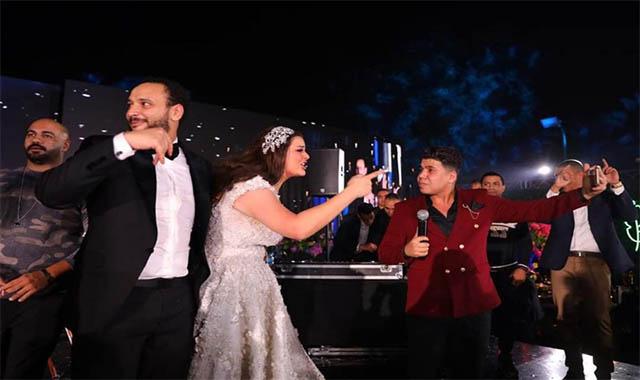 هاني مهنا يهين عمر كمال وبيكا وشاكوش بعد إحياءهم فرح هنادي