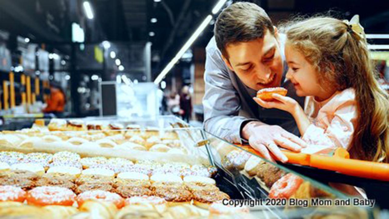 Kenali dan Awasi Anak dalam Membeli Jajanan Makanan yang Ada di Luar Rumah