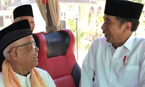Usai Salat Jumat, Jokowi Ajak Ulama Sumbar Makan Siang Bersama