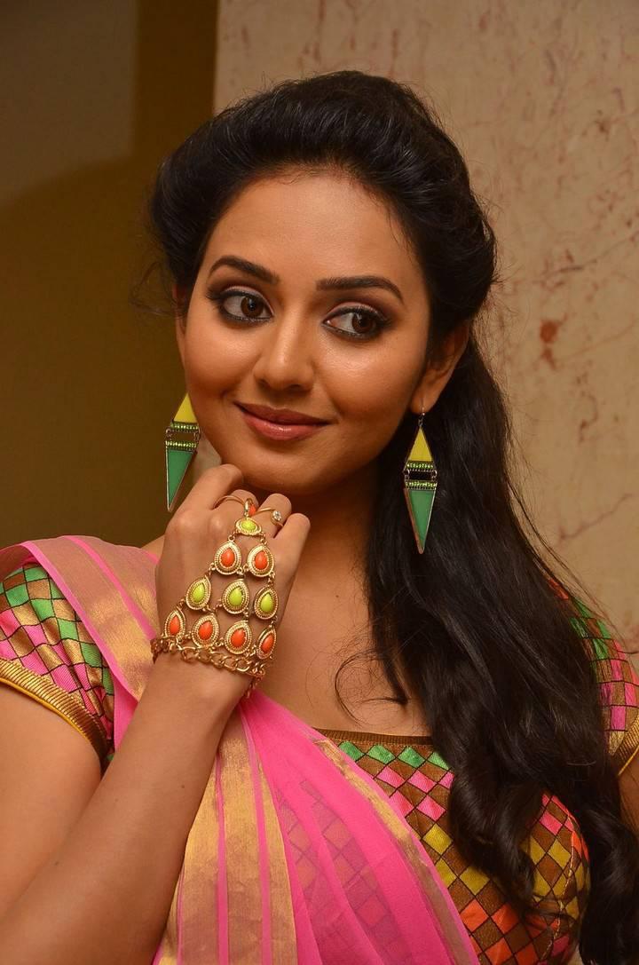 Vidya Pradeep Hot Photos In Pink Half Saree