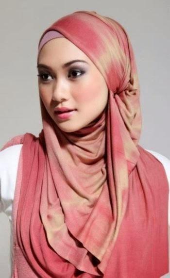 Contoh model jilbab untuk wajah segiempat