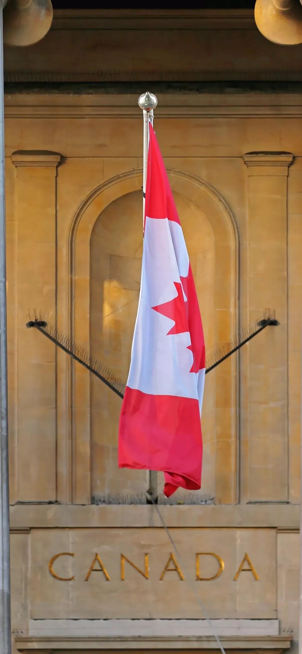 Canada flag 4K wallpaper for mobile