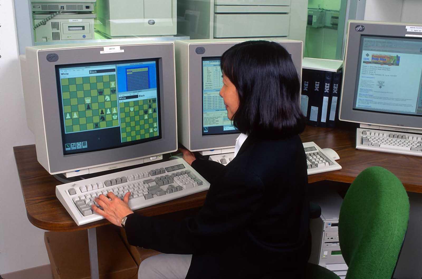 Un programador de computadoras en la sede de IBM en Armonk, Nueva York.