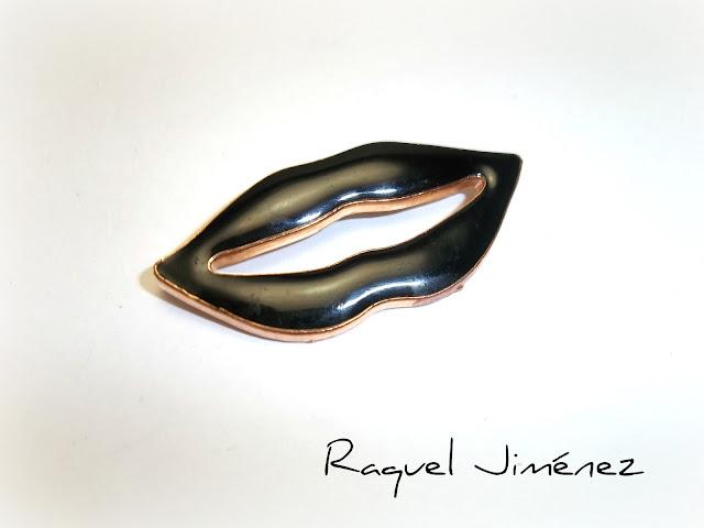 broche labios negros goticos.jpg
