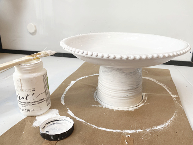 painting a white pedestal dish