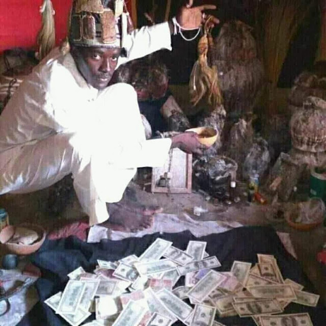 ogunnn - Native Doctor Poses With Dollars And Other Foreign Currencies In Ogun State (Photos)