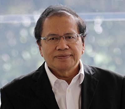 Biografi Rizal Ramli     Dr. H. Rizal Ramli lahir pada 10 Desember 1953, di Sumatera Barat. Ia sudah yatim piatu ketika menginjak usia Sekolah Dasar, sehingga untuk melanjutkan pendidikannya ia terpaksa ikut bersama neneknya di Bogor. Di Kota Hujan ini ia menyelesaikan SD sampai SMA. Ketika lulus SMA dan diterima menjadi mahasiswa ITB tahun 1973, Rizal Ramli bingung karena tidak memiliki uang untuk membiayai kuliahnya. Akhirnya, ia bekerja dulu di sebuah percetakan di Kebayoran Baru, Jakarta.  Enam bulan kemudian, setelah uang terkumpul, barulah Rizal Ramli mengenyam bangku kuliah. Karena sudah mahir berbahasa Inggris sejak SMA, Rizal Ramli pun kemudian bekerja sebagai penerjemah buku-buku maupun makalah berbahasa Inggris. Pengalaman hidup yang pahit itu menempanya menjadi orang yang dekat dengan rakyat. Ia bisa menyelami dan berempati pada kaum miskin yang sulit menjangkau sandang pangan karena pernah merasakan kehidupan yang amat sulit di masa muda.  Sebagai aktivis, dalam kapasitas sebagai Deputi Dewan Mahasiswa ITB, Rizal Ramli merupakan salah satu motor penggerak aksi mahasiswa tahun 1978. Karena menentang Rezim Otoriter Orde Baru, Rizal Ramli sempat dipenjara selama 18 bulan.  Pernikahannya dengan Hj. Herawati (alam), sosok yang bersahaja dan sangat humanis, membuat mereka semakin dekat dengan