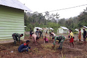 Satgas Yonif 136 Ajak Warga Suku Mausuane Bersihkan Lingkungan