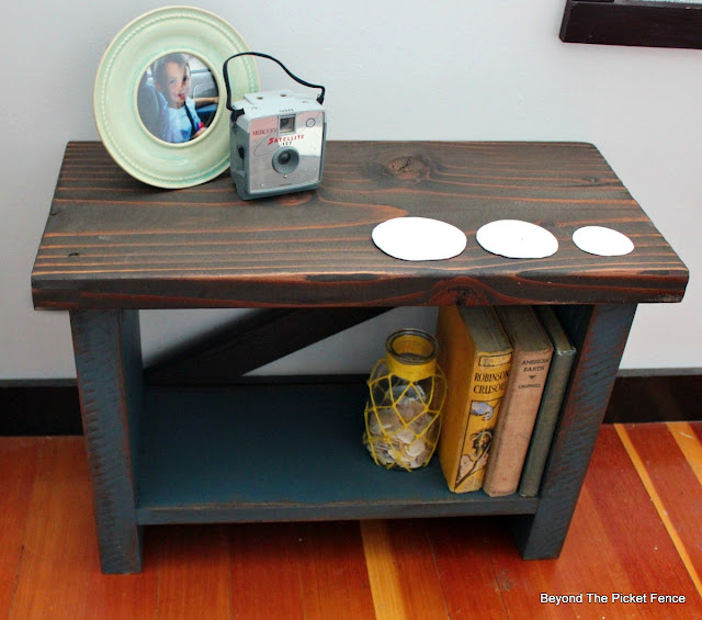 reclaimed wood, bench, table, salvaged, rustic, old books, http://goo.gl/8nQZN1