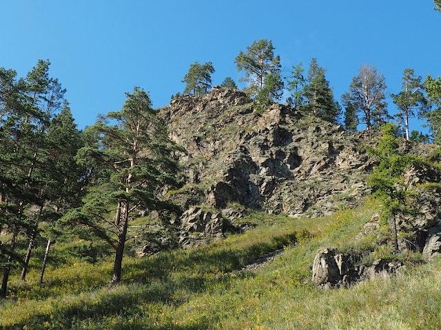 Скалы возле озера Байкал