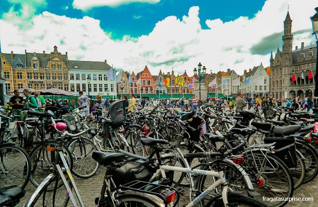 Bicicletas no Markt (Praça do Mercado), Bruges, Bélgica