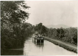 Canal_boat_on_Delaware_Canal_RG-6
