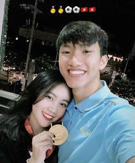 Thí sinh Hoa hậu Việt Nam bất ngờ bị fan Văn Hậu tấn công trên mạng