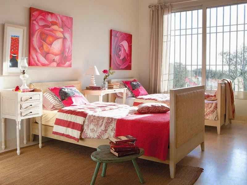 dormitor in ivoar si rosu