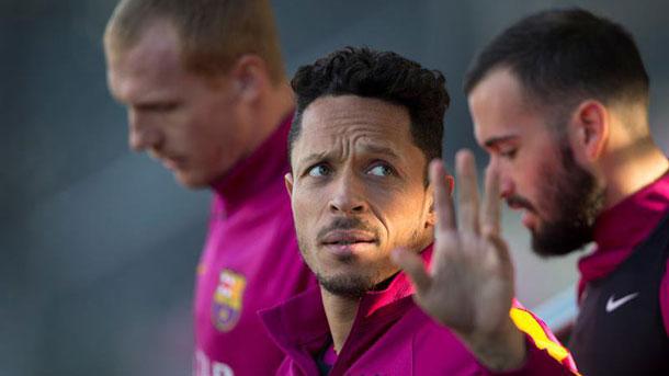 El FC Barcelona querría renovar a Adriano Correia