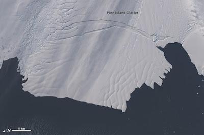 Pine Island Glacier Crack_Antarctica
