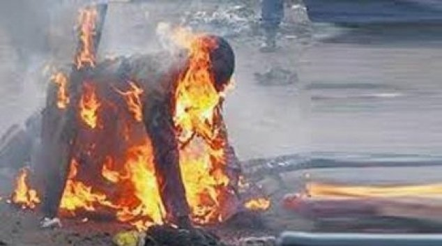 وفاة شاب أضرم النار في جسده أياما قبل العيد