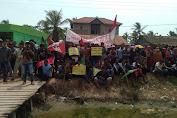 Ratusan Masyarakat dan mahasiswa Geruduk Kantor Kades Sei Penggantungan Ini Tuntutanya