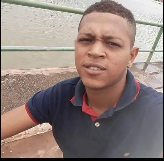 Jovem é morto a tiros em Pedreiras.