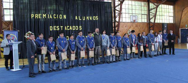 Liceo Industrial Osorno premia a mejores alumnos del 2019