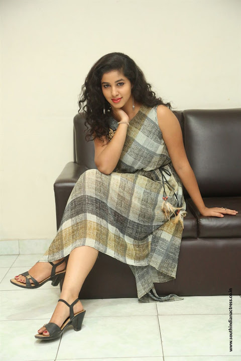 lovers club heroine pavani interview pos 8