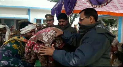 Humanity Act SP Sitapur Uttar Pradesh Distribute Blankets News Vision India