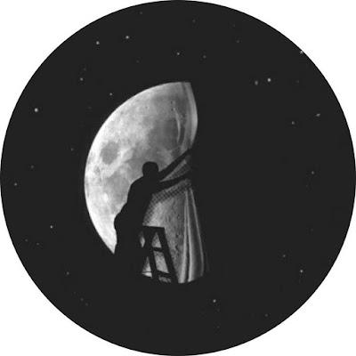 افتار رسومات شخص امام القمر افضل افتار على مواقع التواصل