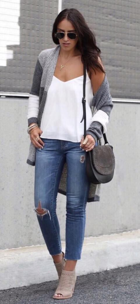 casual outfit inspiration: cardi + white top + bag + rips + heels
