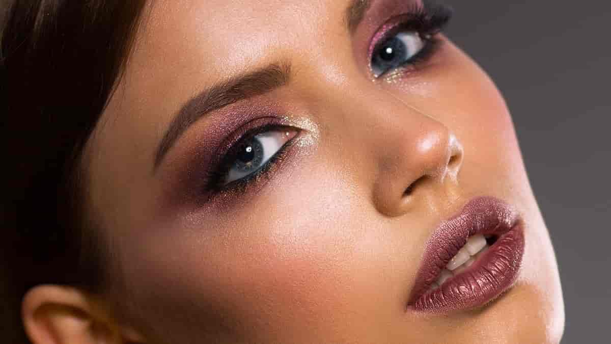 Dicas de maquiagem para quem tem os olhos fundos