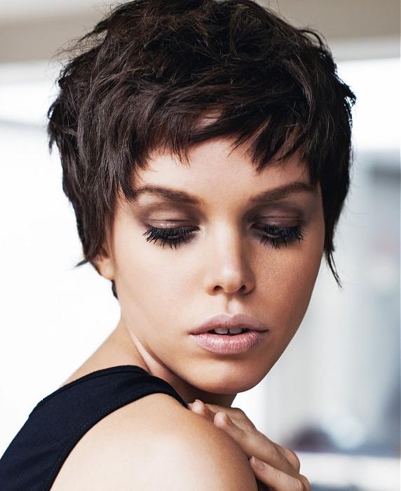 la moda en tu cabello cortes de pelo corto pixie para mujeres con rostro ovalado. Black Bedroom Furniture Sets. Home Design Ideas