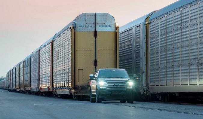 VÍDEO: Ford F-150 elétrica reboca trem de mais de 650 toneladas