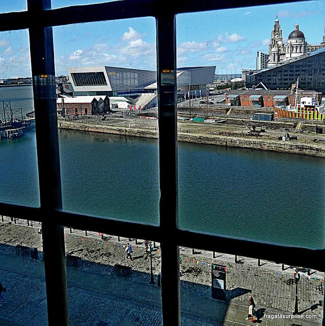 Cocas de Liverpool vistas de uma janela do Museu da Escravidão
