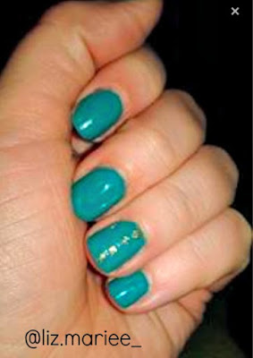 Easy teal and gold manicure
