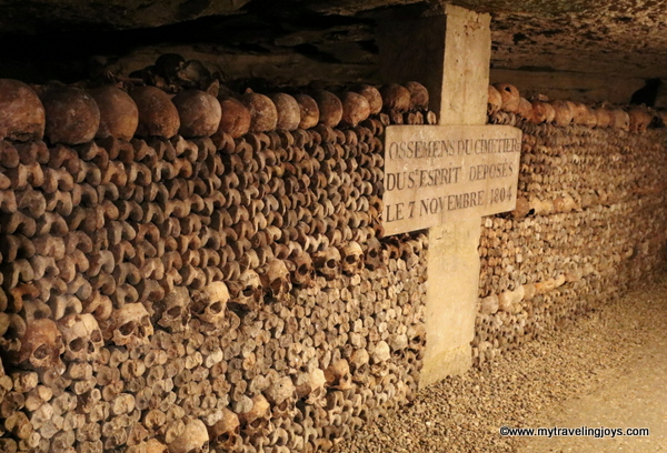 Line of skulls 1804 Catacombs of Paris