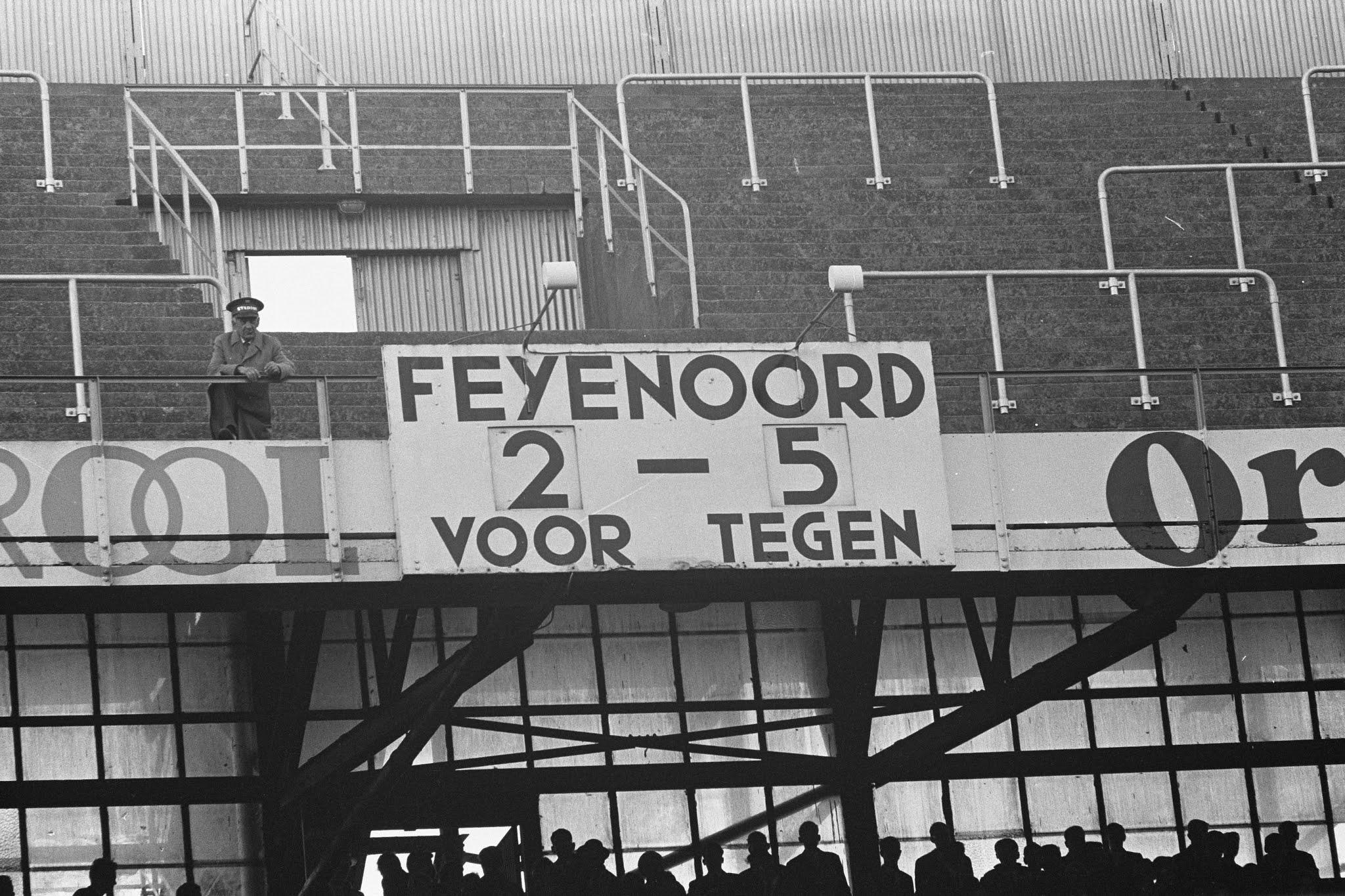 Het scorebord van De Kuip in 1962