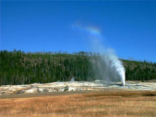 Old Faithful_Mạch nước phun trong công viên Yellowstone