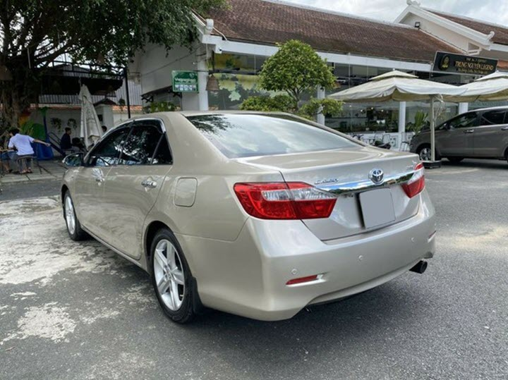 Toyota Camry 2.5Q rớt giá gần 50% sau 7 năm sử dụng