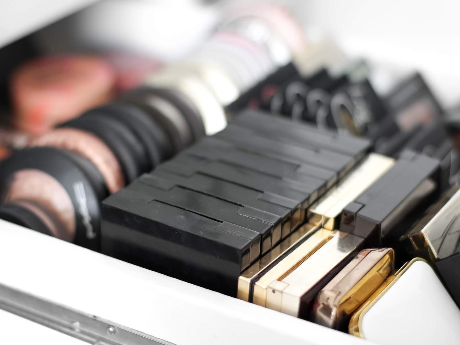 šuplík s kosmetikou elbeautyblog