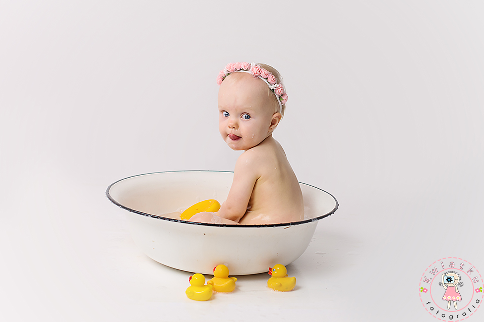 Kąpiel po urodzinowym torcie