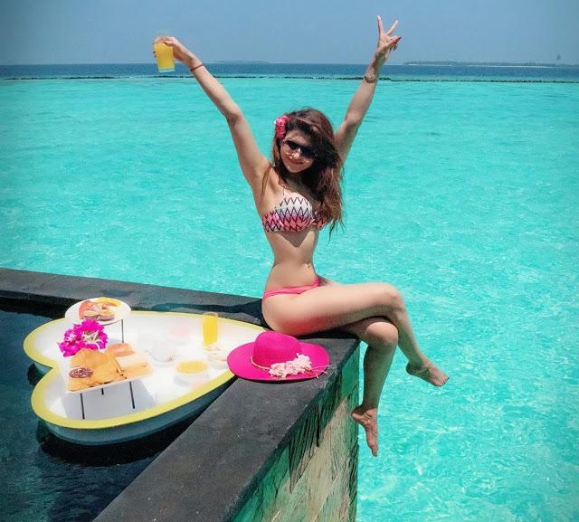 actress-urvashi-rautela-was-seen-posing-hot-in-a-bikini-on-the-beach