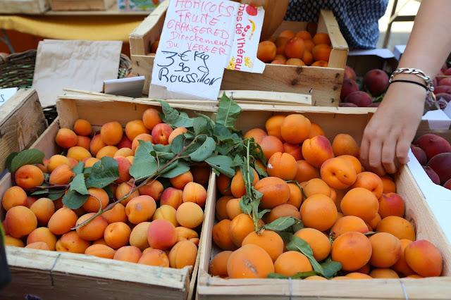 apricots, Sète market, languedoc, france