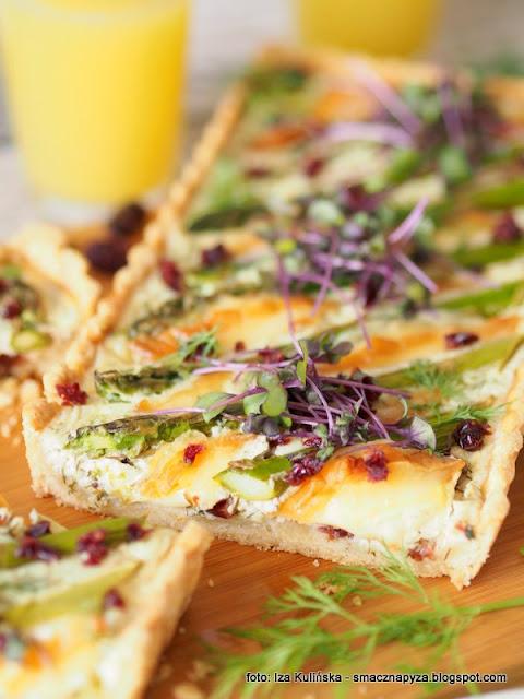 krucha tarta, szparagi, oscypek, zurawina, zapiekanka, nadzienie smietankowo serowe, obiad, z piekarnika, szparagi zapiekane, na kruchm ciescie, smaczna tarta z warzywami