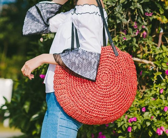https://baginning.com/p/red-soft-straw-tote-beach-bags-summer-travel-shoulder-bags-with-zip.html