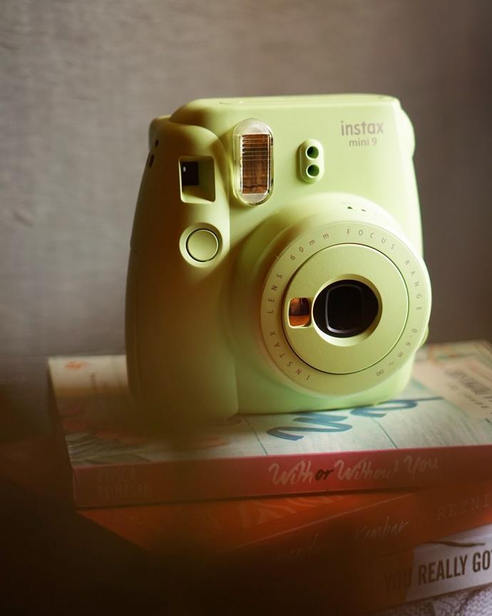 5 Alasan Blogger Harus Belajar Fotografi Dasar, kamera instax, instax 9
