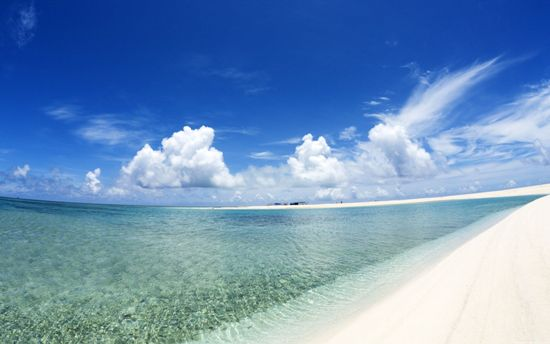Pantai bersih, pasir putih, air jernih - siapa yang tak ingin?