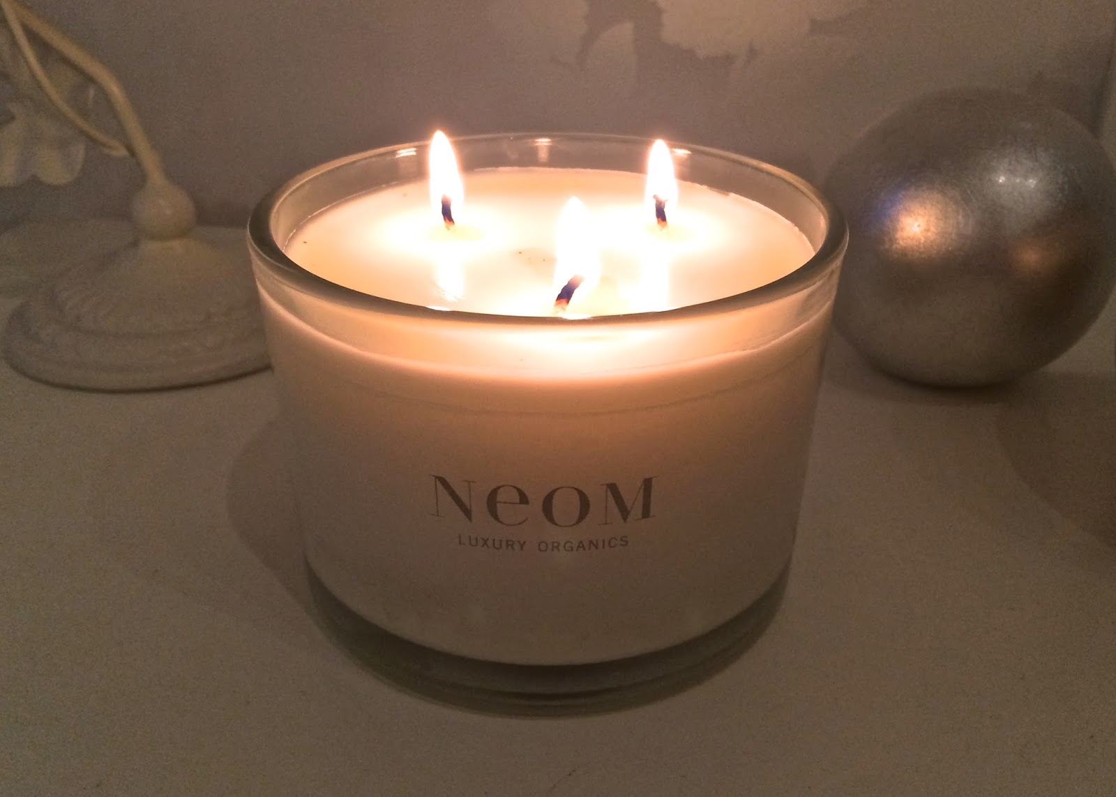 Neom Organics Real Luxury Home Candle Flutter And Sparkle