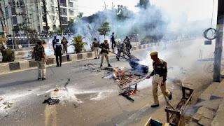 violent-protest-in-up
