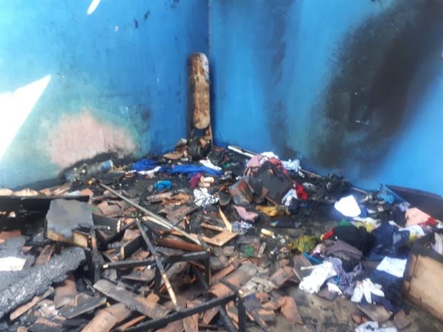 Após agredir esposa, homem ateia fogo em residência e é preso em flagrante, na Grande Fortaleza